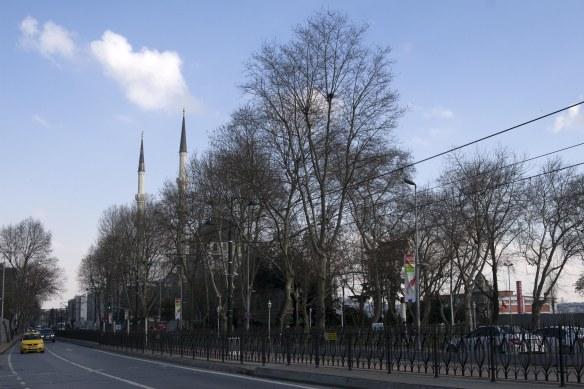 walking_in_istanbul_16